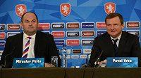 Nový trenér fotbalové reprezentace Pavel Vrba (vpravo) a předseda FAČR Miroslav Pelta během čtvrteční tiskové konference v Praze.