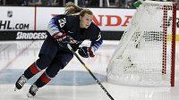 Kapitánka americké hokejové reprezentace Kendall Coyneová Schofieldová získala trenérské angažmá v klubu NHL Chicago Blackhawks.