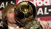 Pavel Nedvěd se Zlatým míčem pro nejlepšího fotbalistu Evropy