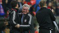 Trenér fotbalistů Bayern Mnichov Jupp Heynckes se raduje z postupu do semifinále Ligy mistrů