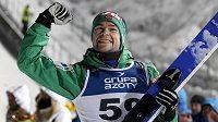 Norský skokan na lyžích Anders Jacobsen oslavuje svůj triumf ve SP v polském Zakopaném