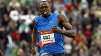 Usain Bolt během závodu v Ostravě.