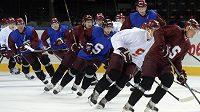Hráči hokejového klubu Sparta Praha zahájili ve čtvrtek v Praze přípravu na ledě.