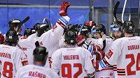 Takto se hokejisté Olomouce radovali z druhého vítězství v Plzni.