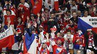 Čeští fanoušci slaví gól proti Itálii.