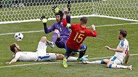 Ani z téhle šance nedostal Sergio Ramos míč do české branky.