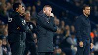 Zamyšlený kouč Derby County Wayne Rooney nehodlá klub opustit ani v jeho těžké chvíli.