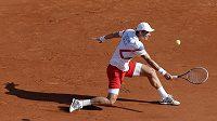 Tomáš Berdych v úvodním utkání semifinále Davisova poháru v Paříži.