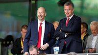 Výkonný ředitel Arsenalu Ivan Gazidis (vlevo) míří do AC Milán.