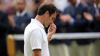 Zklamaný Roger Federer ve finále Wimbledonu.
