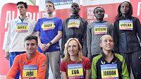 Největší hvězdy pražského půlmaratónu, nahoře zleva Ital Daniele Meucci, Galen Rupp z USA, Barselius Kipyego, Joyciline Jepkosgeiová a Violah Jepchumbaová (všichni z Keni). Dole zleva Jiří Homoláč, Eva Vrabcová a Jordan Hasayová z USA .