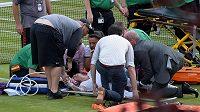 Ošetřování americké tenistky Bethanie Mattekové-Sandsové po ošklivém zranění kolena.