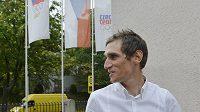 Cyklista Roman Kreuziger přichází na jednání Rozhodčí komise Českého olympijského výboru.