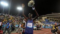 Keňan Asbel Kiprop slaví vítězství v závodě na 1500 metrů na mítinku Diamantové ligy v Dauhá.