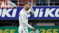 Zničený Sergio Ramos po debaklu Realu Madrid na hřišti Eibaru.