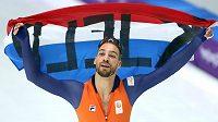 Nizozemec Kjeld Nuis po triumfu na 1000 m.