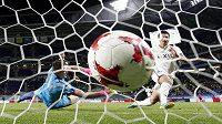 Juma Suzuki střílí třetí gól Kašimy v semifinále mistrovství světa klubů.