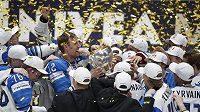 Finská radost! Tým Suomi získal potřetí v historii titul hokejových mistrů světa.