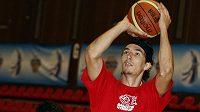 Basketbalista Jiří Welsch už v barvách Nymburka.