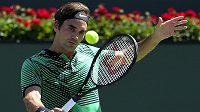 Roger Federer v semifinále proti Jacku Sockovi.