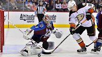 Brankář Colorada Sergej Varlamov v zápase proti Anaheimu.