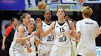 Basketbalistky z USK Praha (zleva): Kateřina Elhotová, Jelena Škerovičová, Kia Vaughn a Eva Vítečková během finále play off basketbalové ligy.