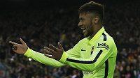 Barcelonský útočník Neymar slaví vstřelený gól na hřišti Atlétika Madrid.