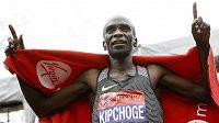 Eliud Kipchoge zaběhl v Londýně druhý nejrychlejší maraton všech dob.