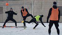 Prvoligoví fotbalisté MFK Karviná absolvovali na hřišti Kovona první trénink v rámci zimní přípravy.