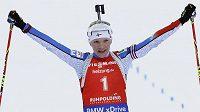 Finka Kaisa Mäkäräinenová se raduje z triumfu ve stíhačce v Ruhpoldingu.