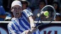 Český tenista Tomáš Berdych v utkání prvního kola Australian Open proti Kazachu Aleksandru Nedovjesovi.