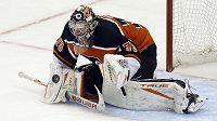 Brankář Carter Hart se v NHL dohodl na nové tříleté smlouvě s Philadelphií.