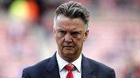 Smutný kouč Manchesteru United Louis van Gaal, jeho tým stále čeká v novém ročníku Premier League na vítězství.