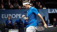 Švýcar Federer ukázal v O2 areně při Laver Cupu své mistrovství, porazil Američana Querreyho 6:4, 6:2.
