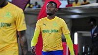 jihoafrický fotbalový reprezentant Motjeka Madisha zahynul při autonehodě.