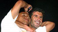 Roberto Carlos (vlevo) a Luis Figo