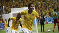 Brazilec Fred s rašícím knírkem jásá, proti Kamerunu se při MS na domácí půdě trefil vůbec poprvé.