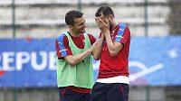 David Lafata a Tomáš Sivok na tréninku české fotbalové reprezentace ve Francii.