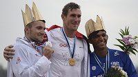 Vítěz Němec Sebastian Brendel (uprostřed), druhý Martin Fuksa z ČR a třetí Brazilec Isaquias Queiroz dos Santos.