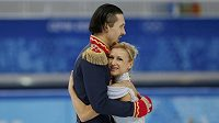 Krasobruslaři Volosožarová a Traňkov po krátkém programu sportovních dvojic.