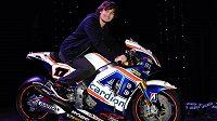 Nová motorka padne Karlovi Abrahamovi perfektně do ruky.