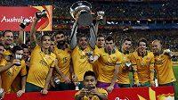 Australští fotbalisté slaví historický triumf na asijském MS.