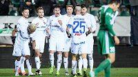 Fotbalisté Baníku Ostrava (zleva): Dyjan Carlos De Azevedo, Martin Fillo, Nemanja Kuzmanovič, Jakub Pokorný, Václav Procházka, Patrizio Stronati a Jiří Fleišman oslavují gól na 2:0 proti Bohemians.