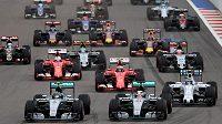 Jak dopadne letošní sezóna F1? Zatím jsme v půlce.