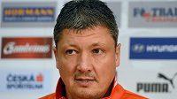 Trenér bulharské reprezentace Ljuboslav Penev před tréninkem na Letné.