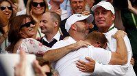 Z triumfu svého svěřence ve Wimbledonu se radoval i Ivan Lendl (vpravo).