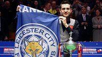 Magická noc Marka Selbyho! Podruhé se stal mistrem světa ve snookeru jen pár minut poté, co jeho milovaný Leicester City získal definitivu fotbalového mistra Anglie...