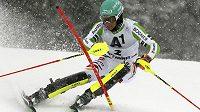 Německý lyžař Felix Neureuther při slalomu Světového poháru v Kitzbühelu.