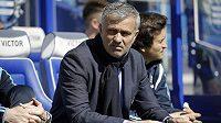Manažer Chelsea José Mourinho na stadiónu Loftus Road během nedělního utkání s Queens Park Rangers.