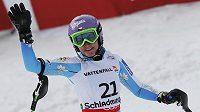Šárka Záhrobská po dojetí do cíle ve druhém kole slalomu MS ve Schladmingu.